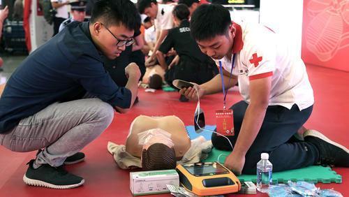 """提升""""进博会""""急救保障能力,本市虹桥火车站、上海火车站首批设置15台AED"""